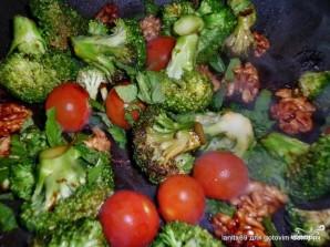 Салат с брокколи и помидорами - фото шаг 3