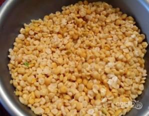 Гороховый суп с копчеными ребрышками - фото шаг 1