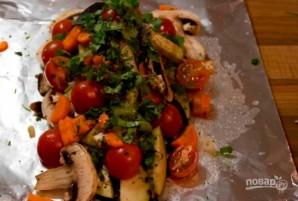 Форель, запеченная с овощами - фото шаг 3