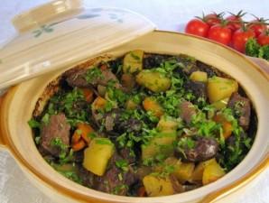 Говядина, тушенная с черносливом и картофелем - фото шаг 4