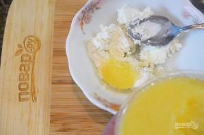 Брускетта с творогом, икрой и перепелиным яйцом - фото шаг 3