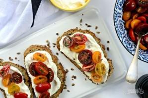 Тосты с маринованными помидорами - фото шаг 8