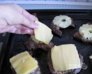 Свинина с ананасами в духовке - фото шаг 4