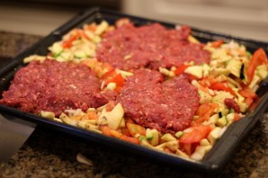 Фарш с овощами в духовке - фото шаг 2