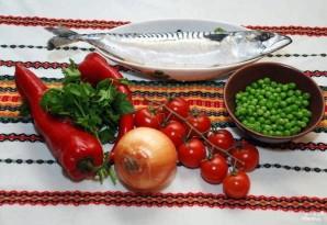 Скумбрия, запеченная с овощами - фото шаг 1