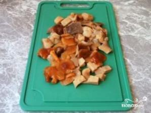 Салат из маринованных грибов - фото шаг 3