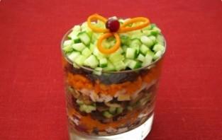 Салат с черносливом и грибами - фото шаг 5