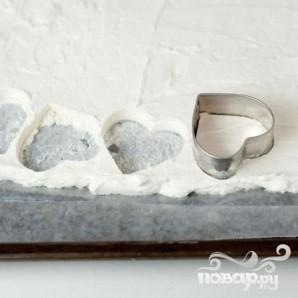 Горячий белый шоколад с клубникой и сливочными сердечками - фото шаг 3