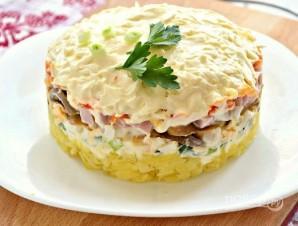 Новогодний салат с ветчиной, грибами, сыром, зеленым луком - фото шаг 9
