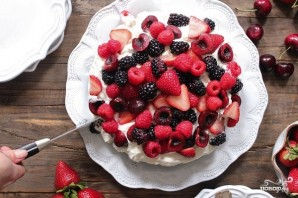 Шоколадный торт с ягодами - фото шаг 8