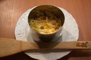 Салат слоеный с сыром - фото шаг 2