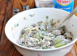 Салат из куриных сердечек с грибами и сыром - фото шаг 6