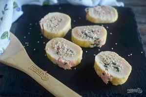 Ролл из омлета со шпинатом и лососем в азиатском стиле - фото шаг 8