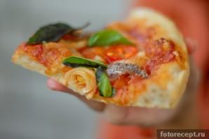 Пицца с анчоусами в мультиварке - фото шаг 7