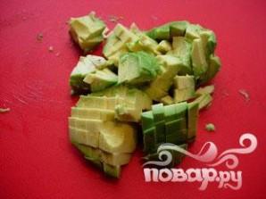 Салат из огурца и лосося - фото шаг 3