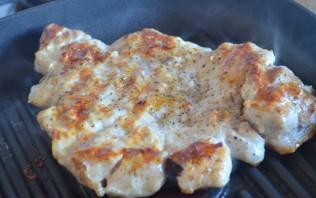 Эскалопы из свинины на сковороде - фото шаг 7
