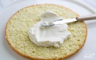 Бисквитный торт с фруктами и творожным кремом - фото шаг 9