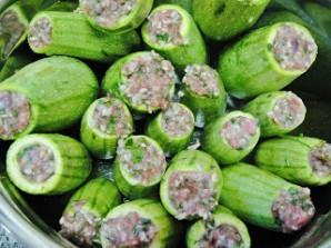 Фаршированные кабачки в томатном соусе - фото шаг 4