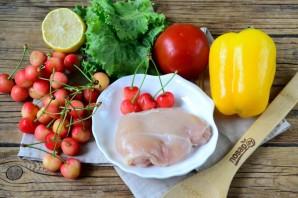 Салат с черешней и курицей - фото шаг 1