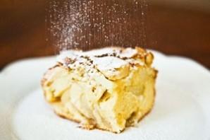 Шарлотка на простокваше с яблоками - фото шаг 8