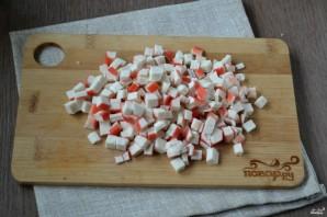 Салат с креветками и крабовыми палочками - фото шаг 2