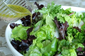 Весенний салат с французской заправкой - фото шаг 9