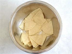 Чипсы из тортильи в духовке - фото шаг 2