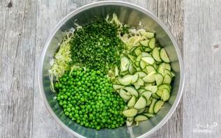 Салат из свежей капусты и зеленого горошка - фото шаг 2