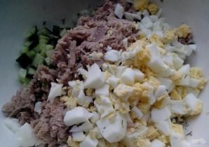 Салат с тунцом в тарталетках - фото шаг 5