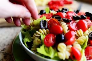 Салат с макаронами и помидорами - фото шаг 8