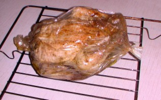 Курица в рукаве, фаршированная рисом - фото шаг 6