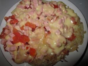 Картофельная пицца с колбасой на сковороде - фото шаг 8