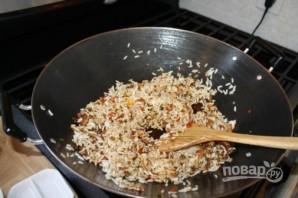 Жареный рис с креветками и овощами - фото шаг 4