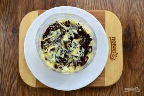 Крабовый салат с черносливом - фото шаг 5