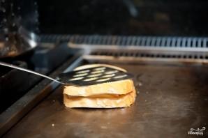 Горячий бутерброд на сковороде - фото шаг 5