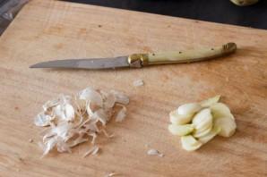 Сочная свинина с чесноком в духовке - фото шаг 2