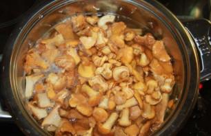 Лисички, запеченные в духовке - фото шаг 1