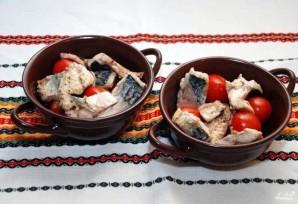 Скумбрия, запеченная с овощами - фото шаг 7