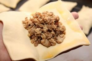 Слоеные пирожки с яблоками из готового теста - фото шаг 4