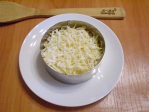 Слоеный салат с курицей и орехами - фото шаг 5
