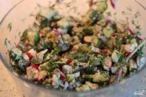 Сытный салат с редисом и ореховым соусом - фото шаг 5