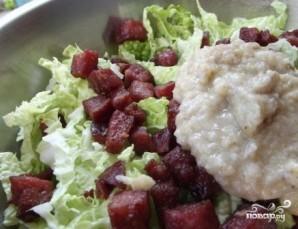 Салат из пекинской капусты с копченой колбасой - фото шаг 8