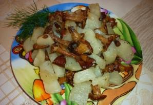 Лисички, жареные с картошкой в мультиварке - фото шаг 3