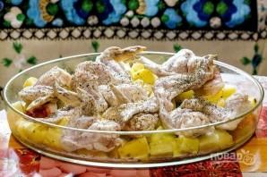 Крылья куриные с картошкой в духовке - фото шаг 3