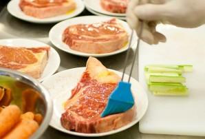 Стейк на сковороде-гриль - фото шаг 3