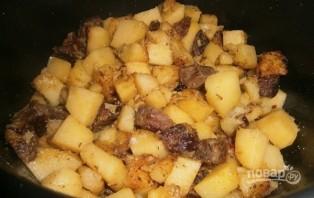Жареное мясо с картошкой в мультиварке - фото шаг 4