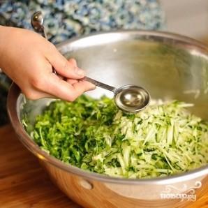 Салат из капусты и огурцов - фото шаг 11