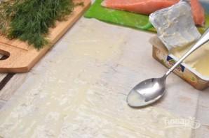 Лаваш с сыром, и семгой, и зеленью - фото шаг 1