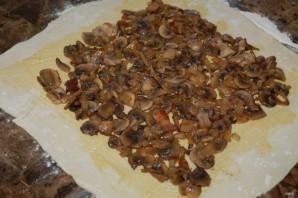 Мясной рулет с грибами в слоеном тесте - фото шаг 6