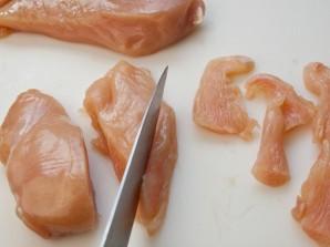 Кусочки курицы в сметанном соусе - фото шаг 1